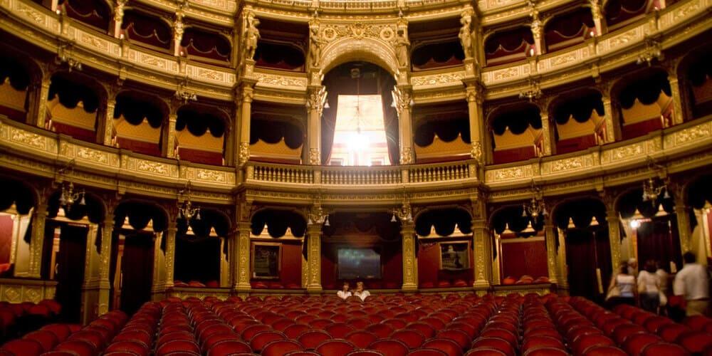 Interior de la ópera de Budapest. Sigue leyendo qué ver en Budapest en 3 días