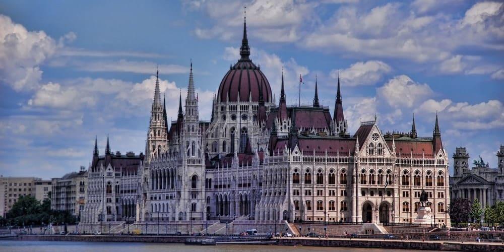 Vista del Parlamento húngaro durante el recorrido de Budapest en 3 días.