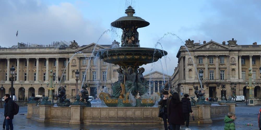 Da un paseo por la ciudad de París. Sigue leyendo para conocer el tiempo, clima y temperatura en París en enero.