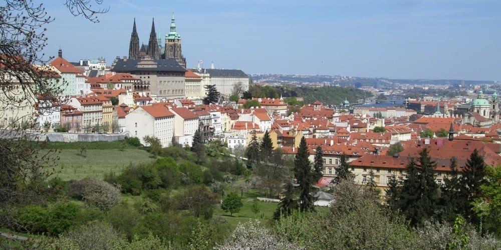 Imagen del Castillo de Praga en primavera