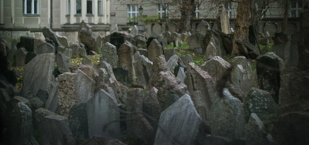 El cementerio judío de Praga se encuentra en pleno centro de la ciudad