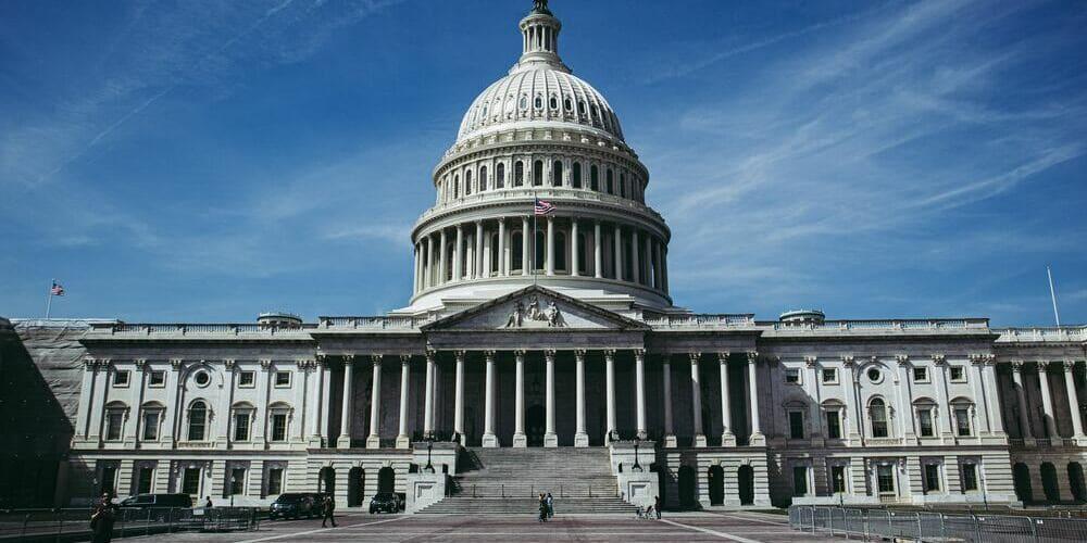 Fachada frontal del Capitolio, con la famosa fachada de la cúpula.
