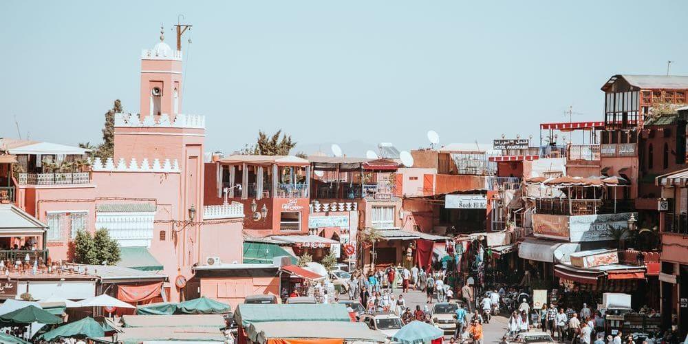 Imagen aérea de Marrakech en enero. Sigue leyendo para conocer el tiempo, clima y temperatura en Marrakech en Enero.