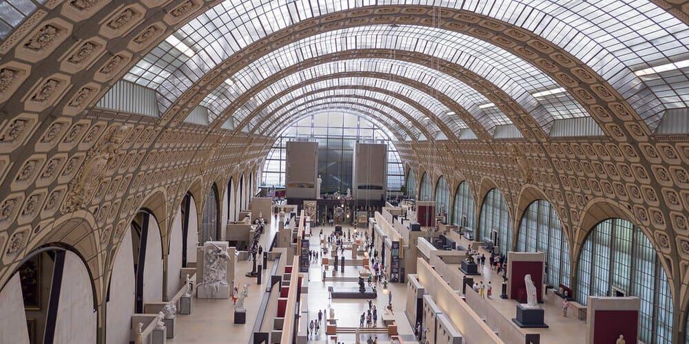 Panorámica del interior del Museo de Orsay. Refúgiate del tiempo, clima y temperatura en París en Febrero en este museo.