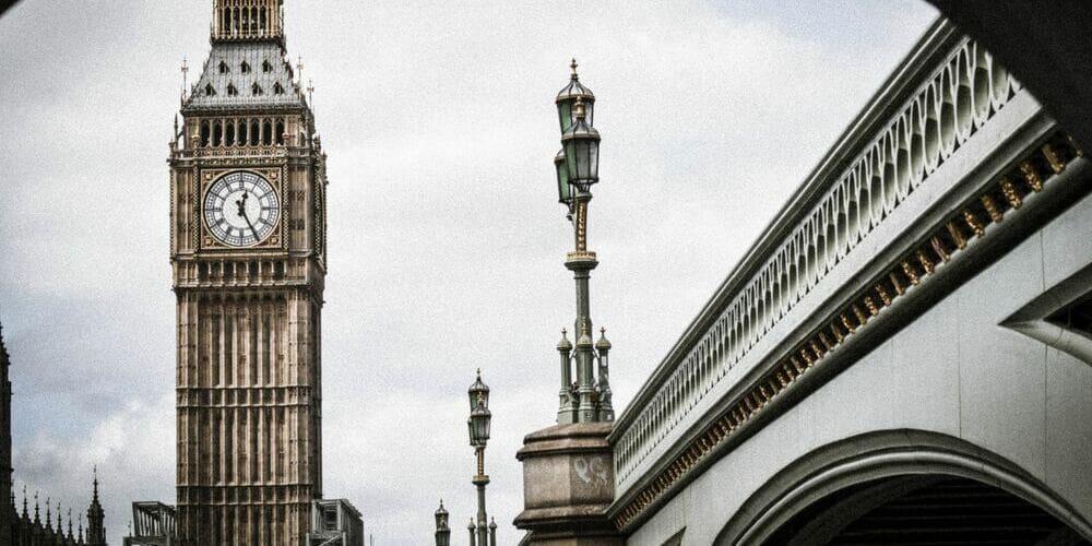 Vista del Big Ben de Londres durante el día en Febrero.