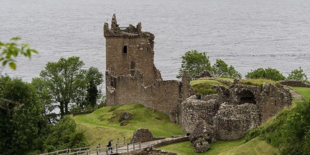 Haz una visita al Monstruo del Lago Ness en tu viaje a Edimburgo.