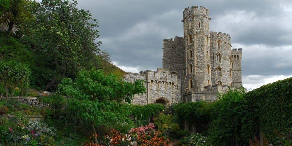 Vistas del castillo de Windsor desde sus jardines.