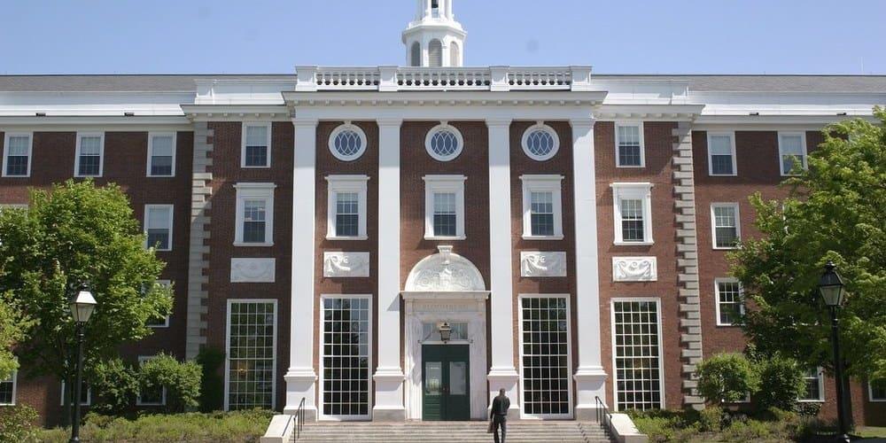 Fachada de la Universidad de Harvard.