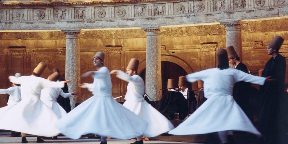 Espectáculo de danza turca de los Derviches Giróvagos en Estambul
