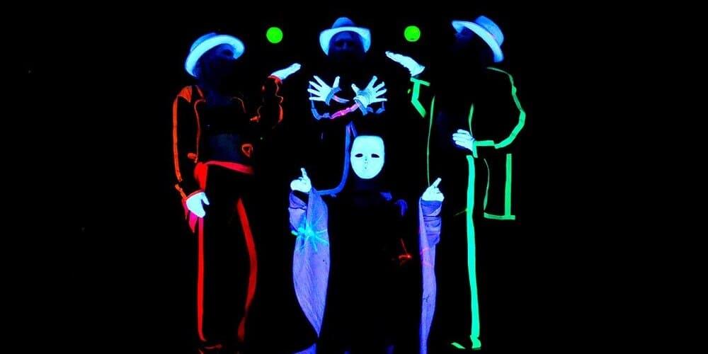 Teatro Negro de Praga en una de sus actuaciones.