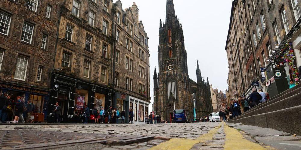 Imagen de una de las calles de Edimburgo.