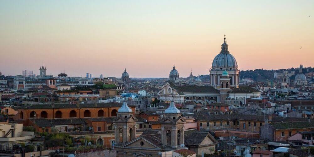 Panorámica de la ciudad de Roma con un tiempo frío en febrero