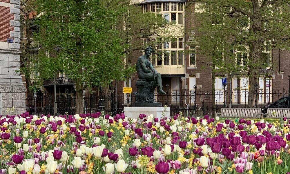 El museo Rijksmuseum en primavera