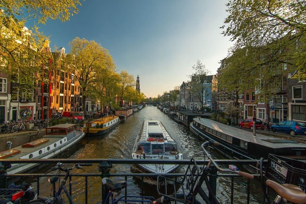 Los canales de Ámsterdam en primavera