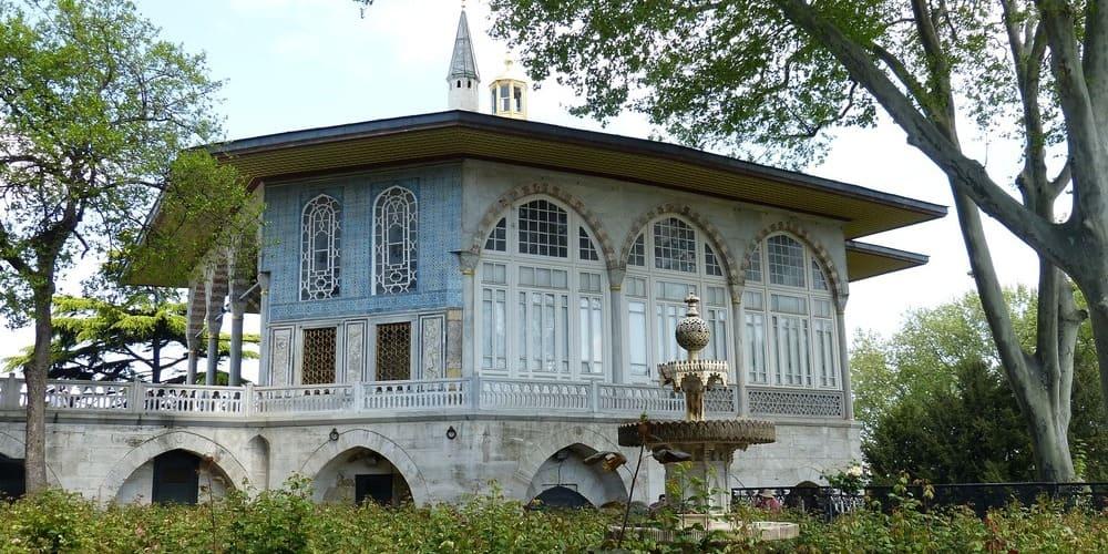 Palacio Topkapi envuelta por el clima suave de Estambul.