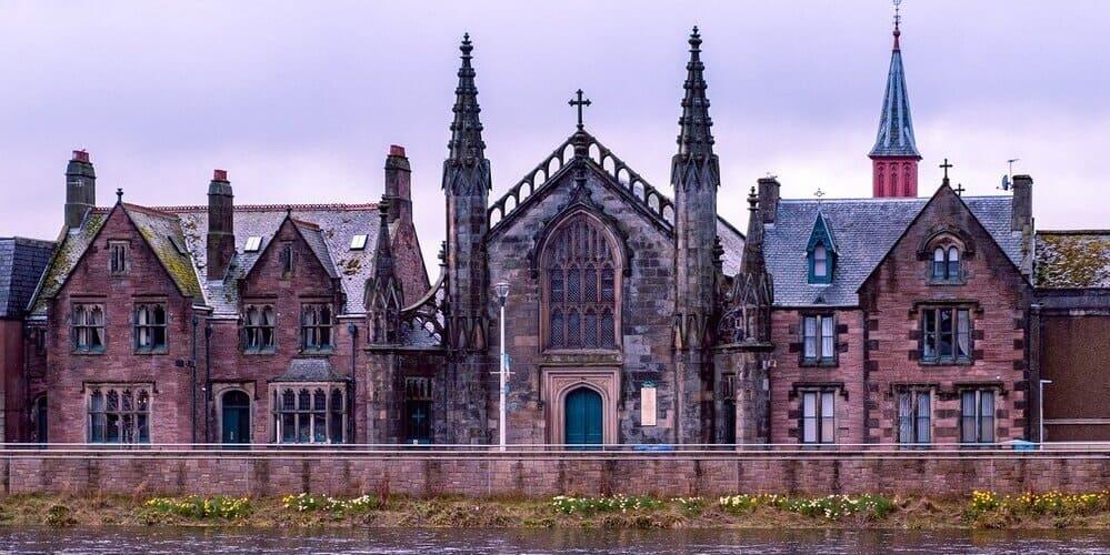 Vista panorámica de Inverness durante una de las excursiones desde Edimburgo.