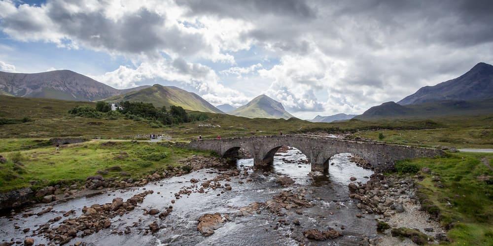 Panorámica del paisaje de la isla de Skye durante una excursión.