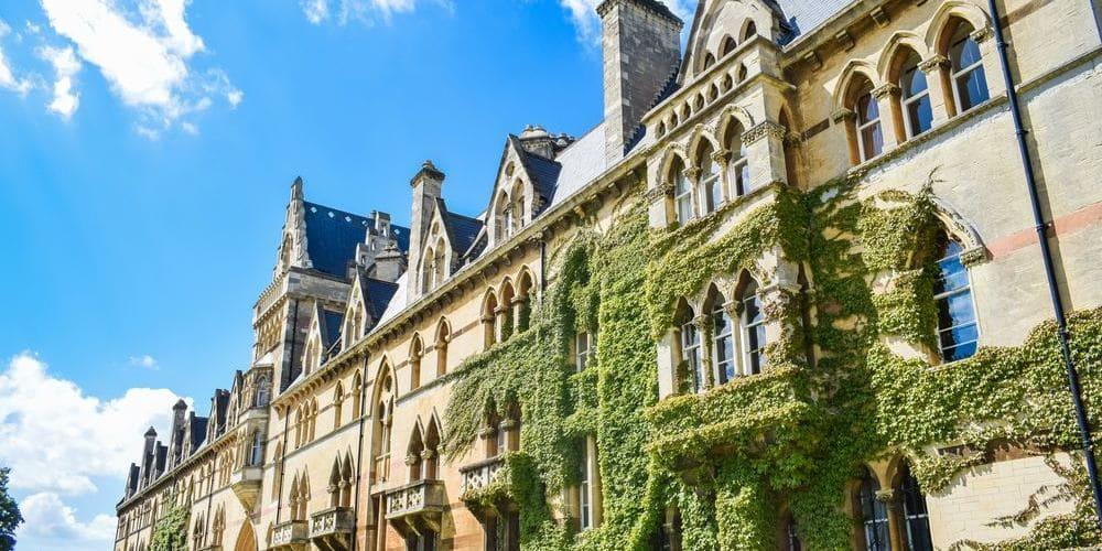 Imagen de la fachada de la Universidad de Oxford.