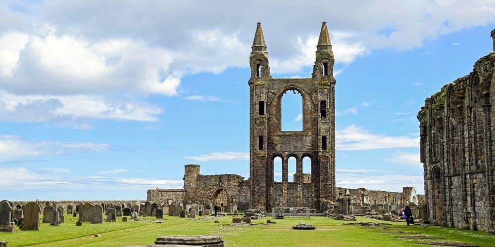 Imagen de la Catedral de St Andrew durante las excursiones desde Edimburgo.