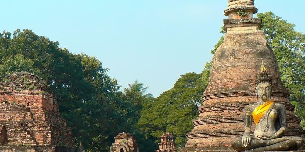 Buda en un templo de Ayutthaya visitado en las excursiones desde Bangkok.