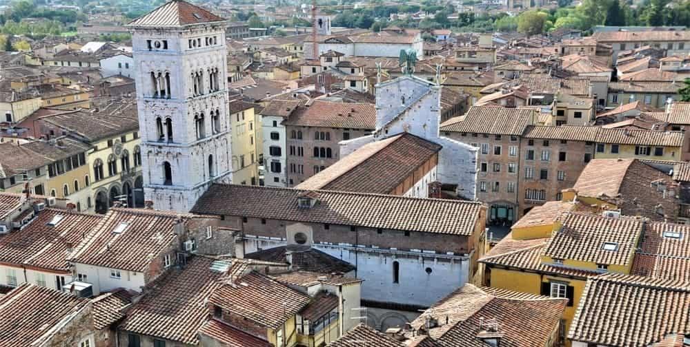 Viaja hasta la ciudad amurallada de Lucca