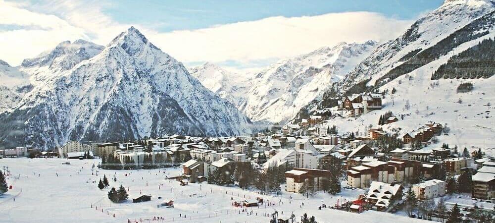 Vista aérea de los Alpes Suizos durante una de las excursiones desde Milán.