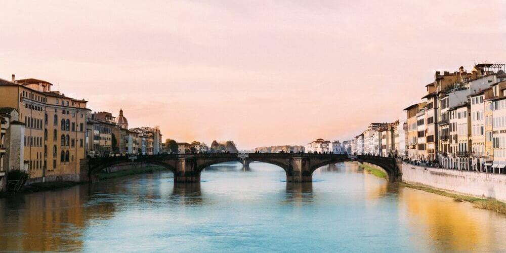 Panorámica del Puente Vecchio que se cruza durante las excursiones desde Milán.