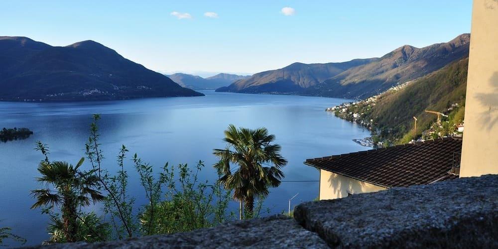 Imagen del Lago Maggiore tomada durante una de las excursiones desde Milán a las localidades cercanas.