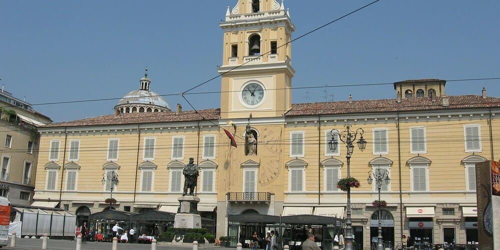 Fotografía del Palacio del Gobernador en Parma.