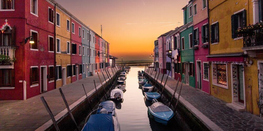 Imagen de uno de los canales de Venecia.