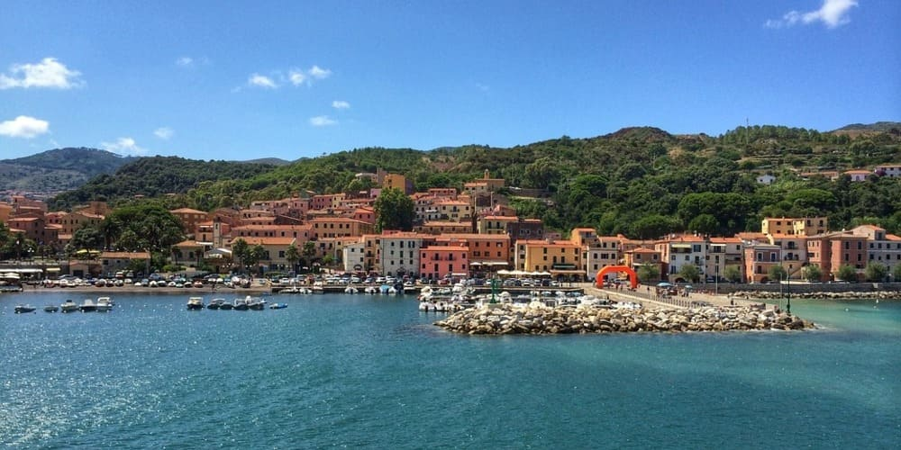Llegada a la Isla de Elba durante una excursión en barco