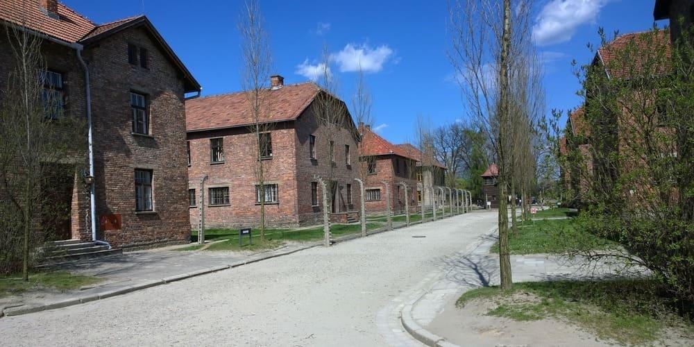 Visita a Auschwitz con la suave temperatura de marzo.
