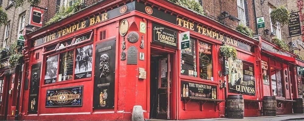 Imagen de Temple Bar, uno de los pubs irlandeses más famosos de Dublín. Refúgiate del tiempo, clima y temperatura en Dublín en Febrero.