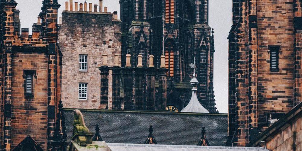 Vista de los edificios de Edimburgo durante el mes de Febrero