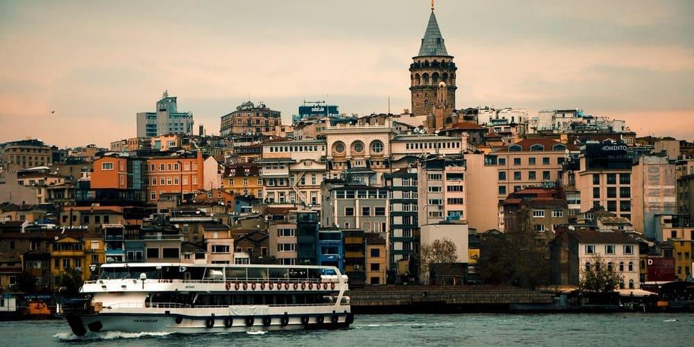 Panorámica del skyline de una de las orillas de Estambul