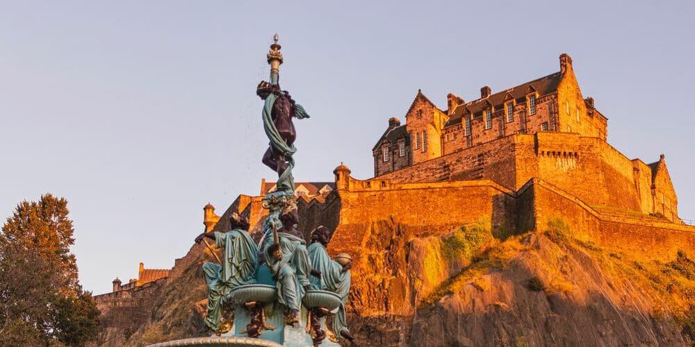 Imagen del Castillo de Edimburgo con el tiempo, clima y temperatura en Edimburgo durante febrero.