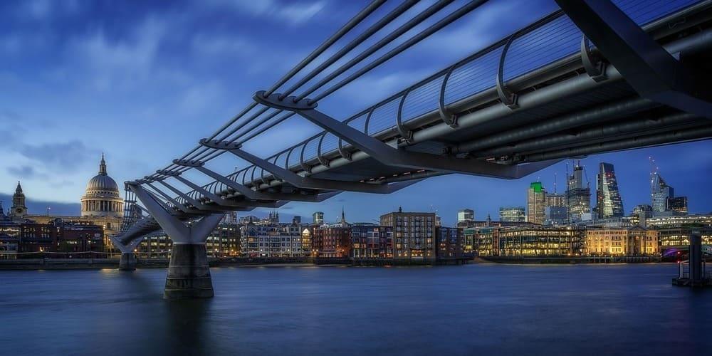 Fotografía de uno de los puentes de Londres.