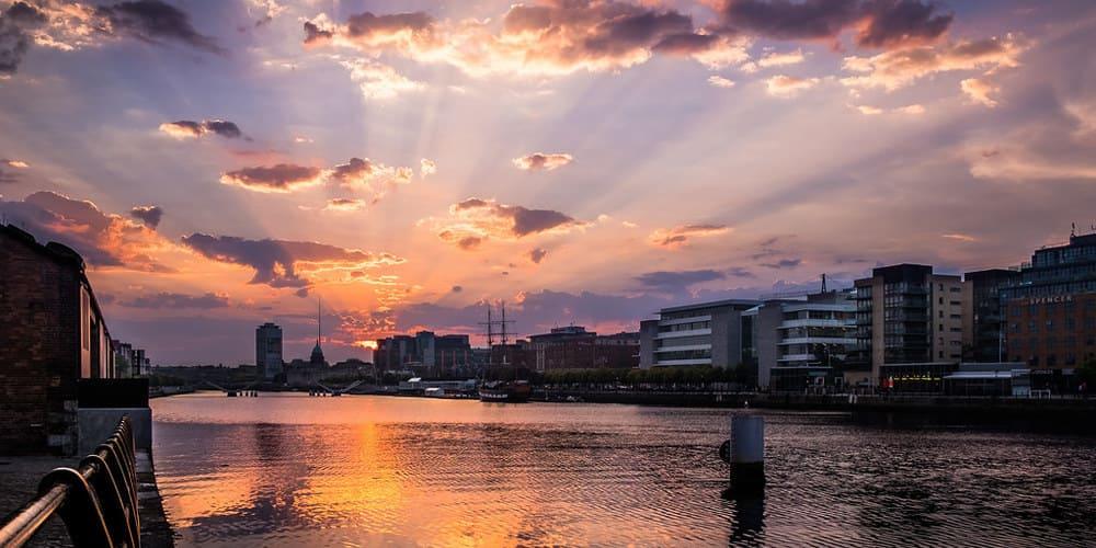 Imagen de la ciudad de Dublín sobre el río Liffey.