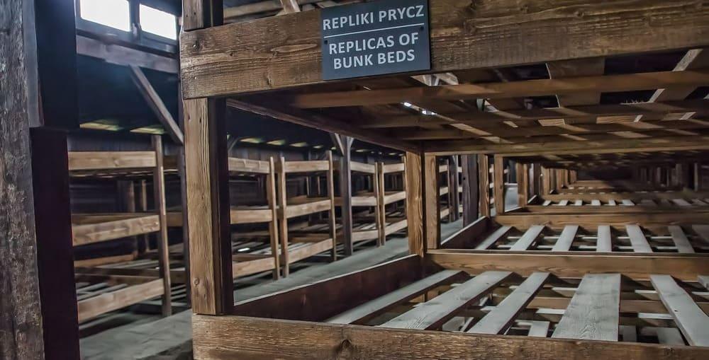 En Auschwitz visita los lugares en donde vivían los prisioneros