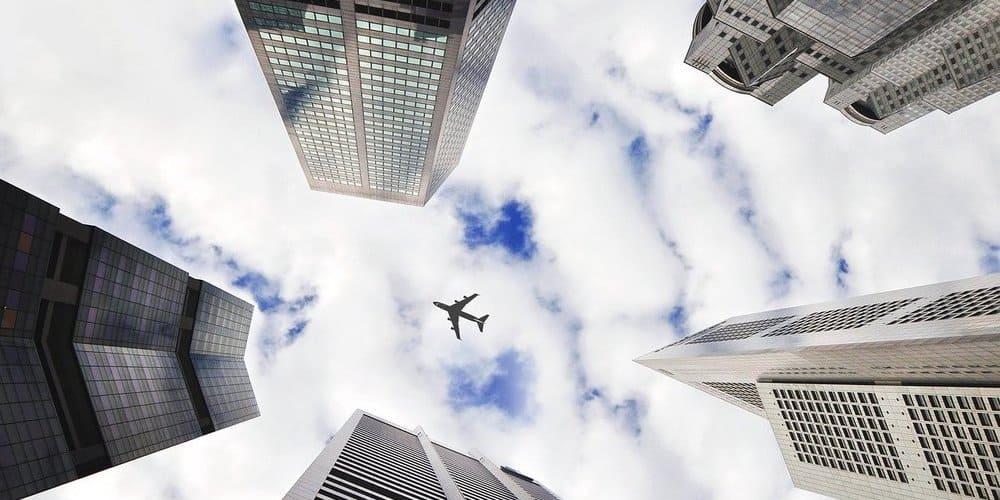 Avión sobrevolando Nueva York