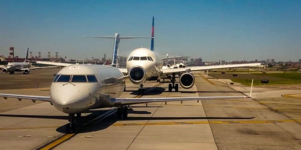 Aviones durante el despegue en LaGuardia
