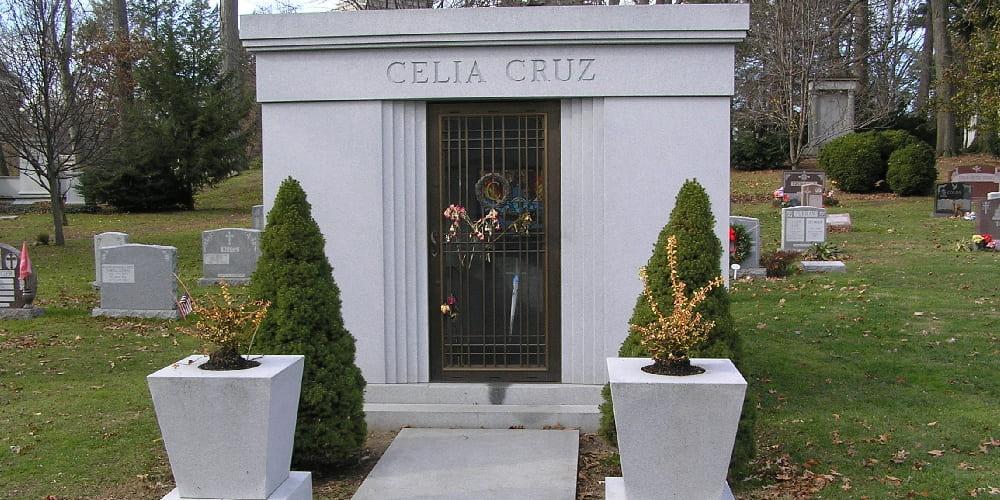 Tumba de Celia Cruz en el cementerio de Woodlawn