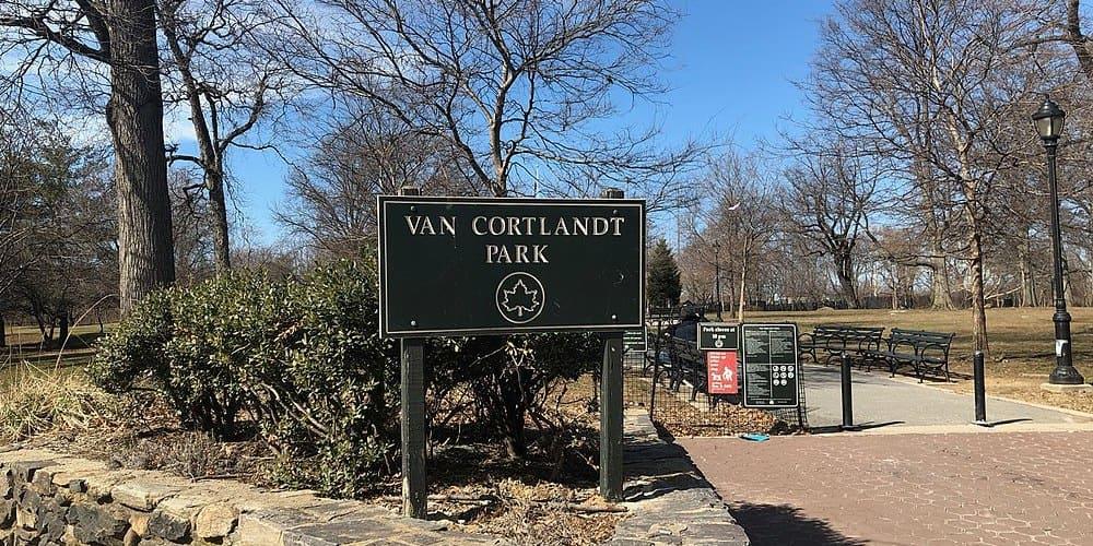 Entrada del parque Van Cortlandt