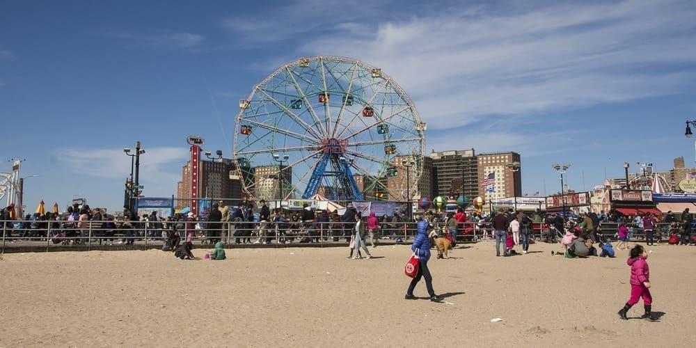 Qué ver y hacer en Brooklyn - parque de atracciones de Coney Island