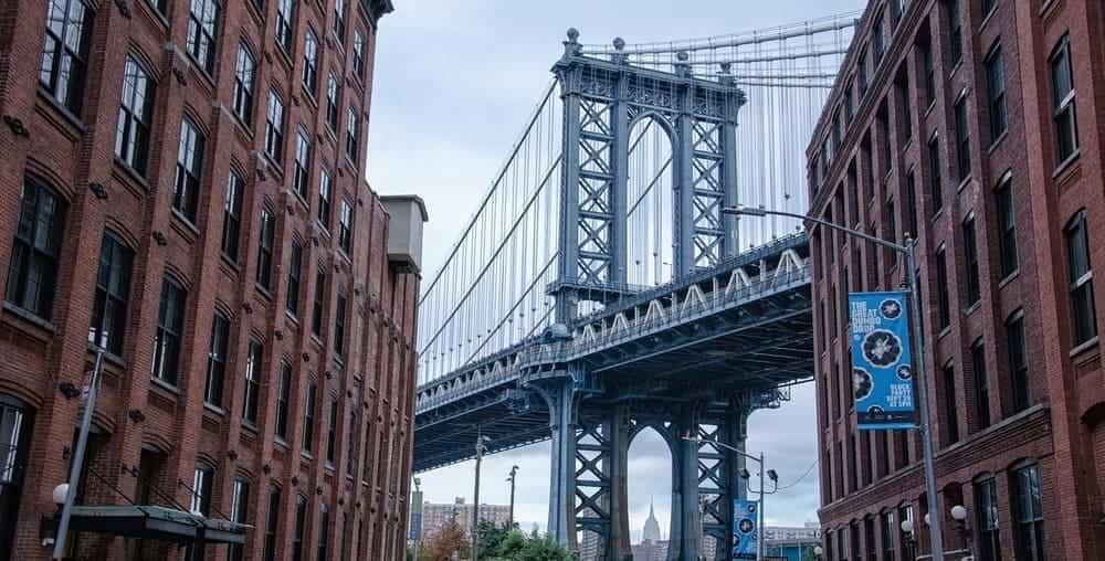 Foto típica del puente de Manhattan desde DUMBO