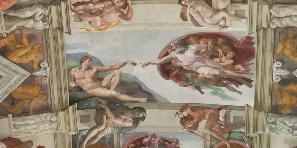 La creación de Adán en el techo de la Capilla Sixtina