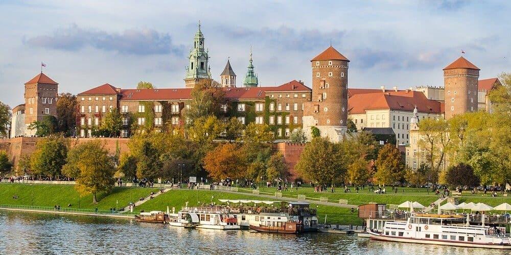 Castillo Wawel con temperatura agradable en Cracovia en abril