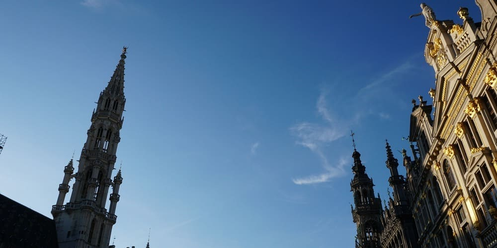 Cielo sobre la Grand Place de Bruselas en abril.