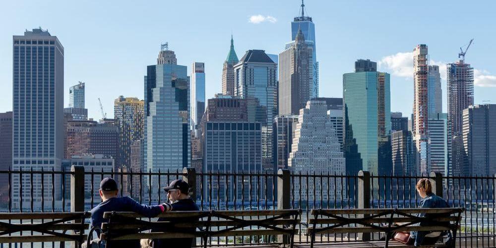 Turistas disfrutando del agradable clima en Nueva York en mayo.