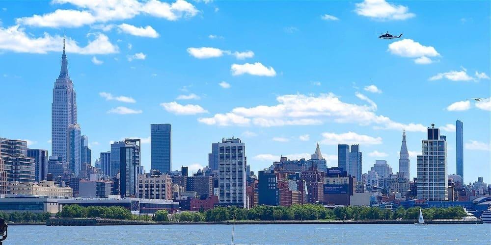 Vistas desde el puerto de Nueva York en primavera.
